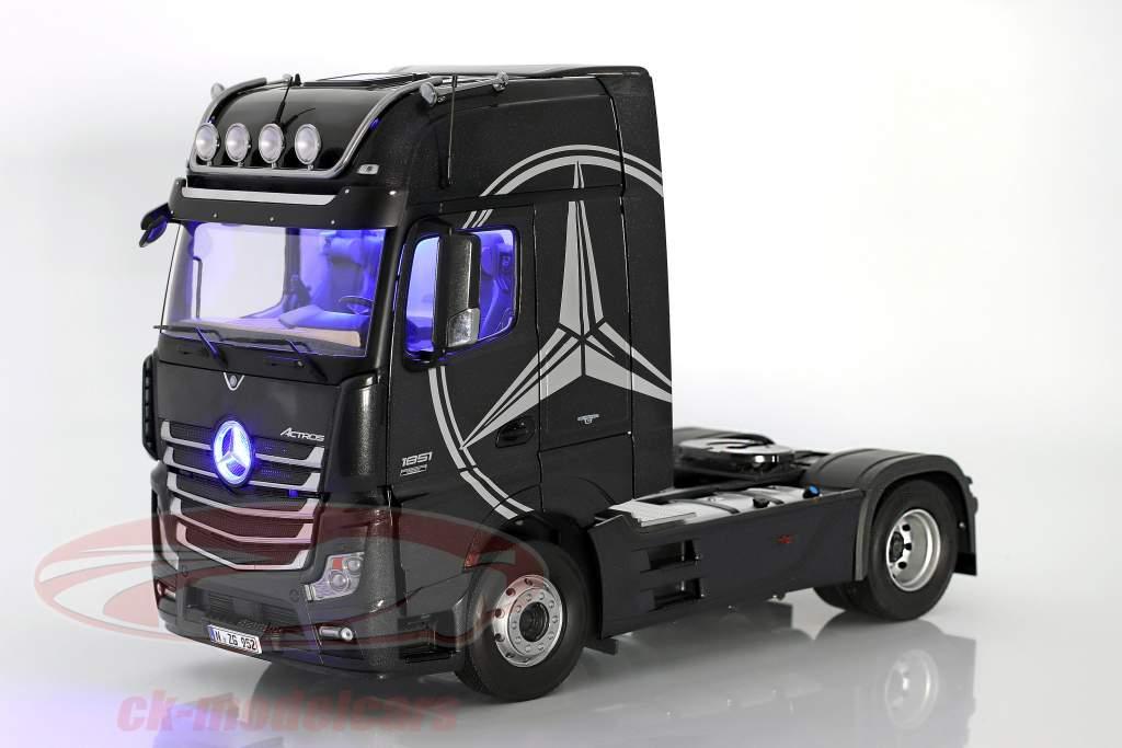 Mercedes-Benz Actros 2 Gigaspace 4x2 FH25 Sattelzugmaschine SZM schwarz 1:18 NZG