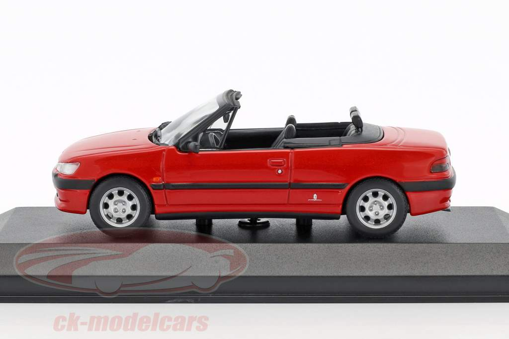 Peugeot 306 Cabriolet year 1998 red 1:43 Minichamps