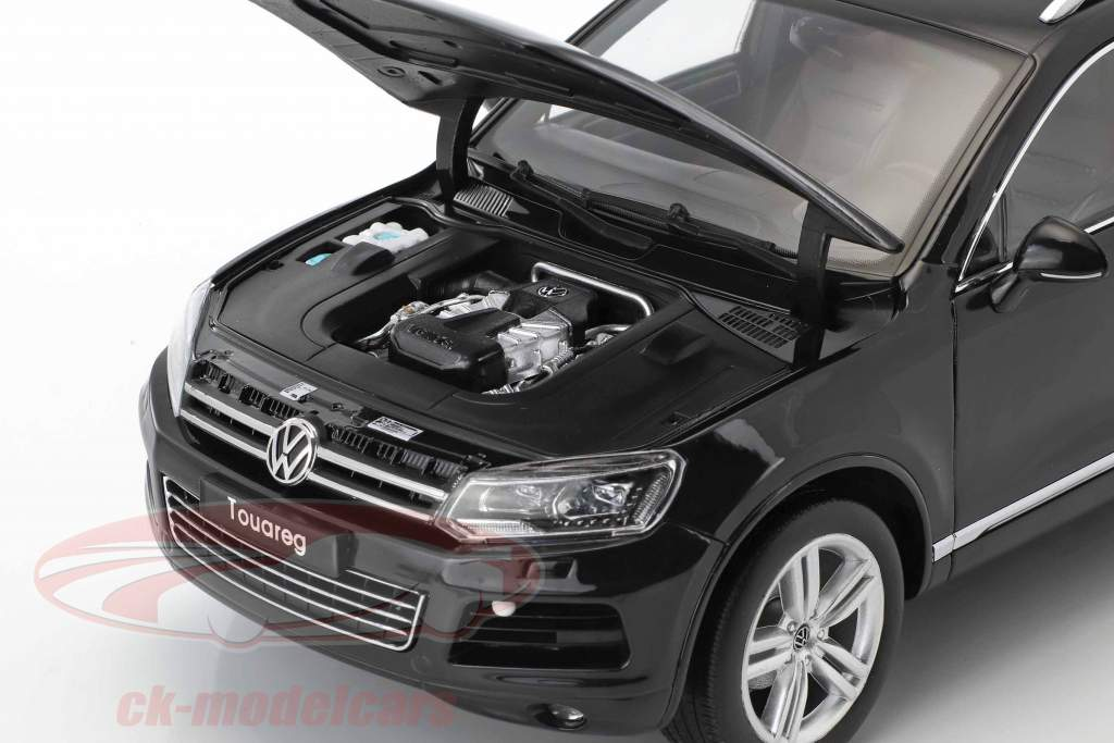 Volkswagen VW Touareg year 2012 black 1:18 Welly GTA