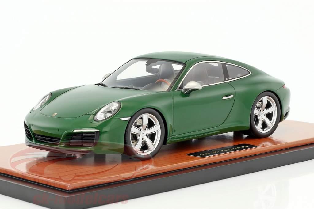 Porsche 911 (991 II) Carrera S 1000000th Porsche 911 2017 with showcase green 1:18 Spark