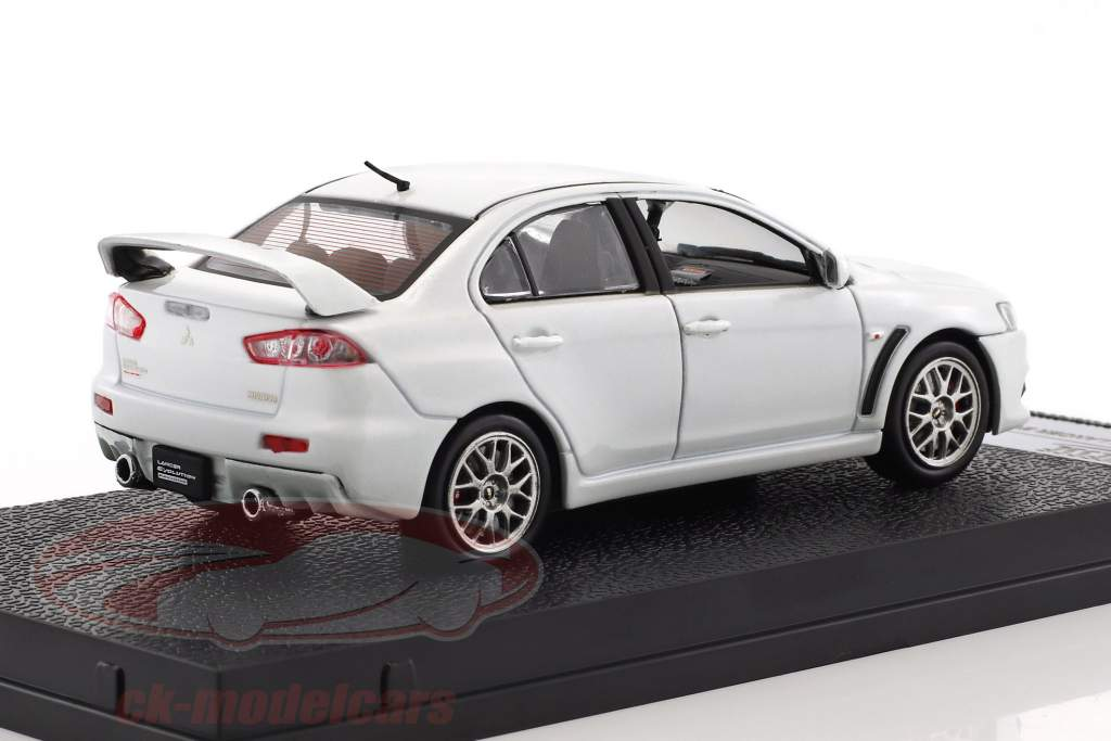 Mitsubishi Lancer Evolution X year 2012 white metallic 1:43 Vitesse