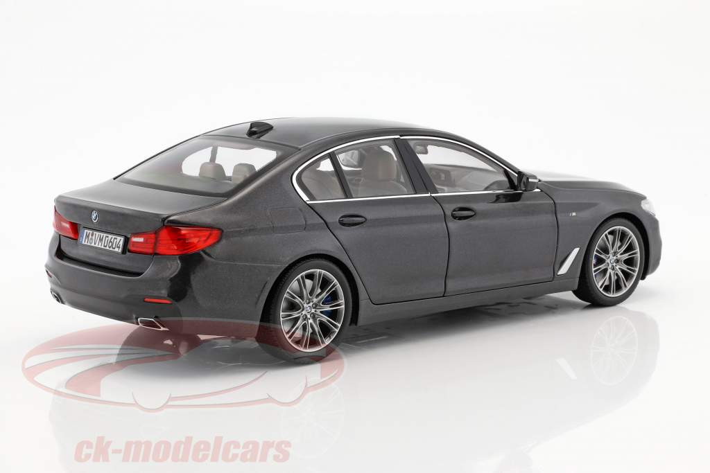 BMW 5 Series (G30) limousine year 2017 sophisto gray 1:18 Kyosho