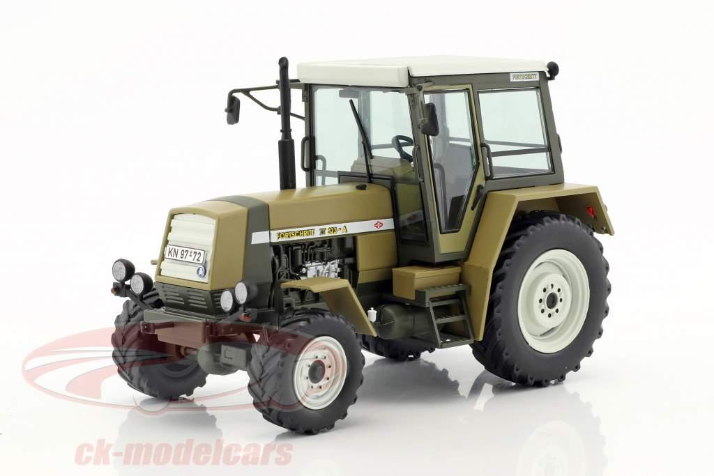 Fortschritt ZT 323 tractor year 1984-1991 green / brown 1:32 Schuco