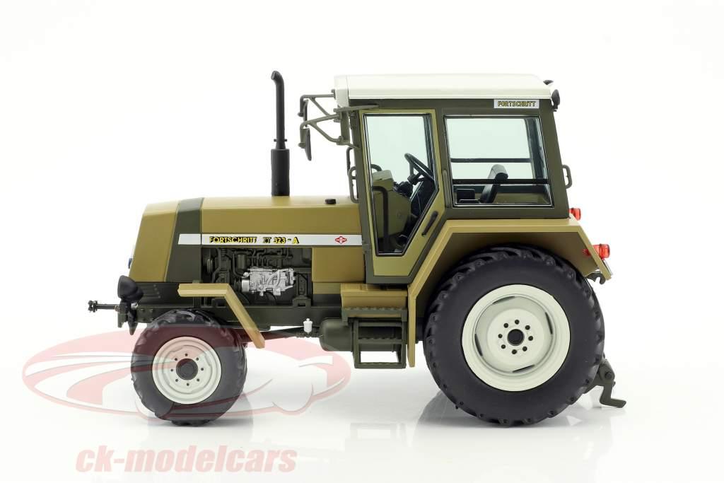 Fortschritt ZT 323 Traktor Baujahr 1984-1991 grün / braun 1:32 Schuco