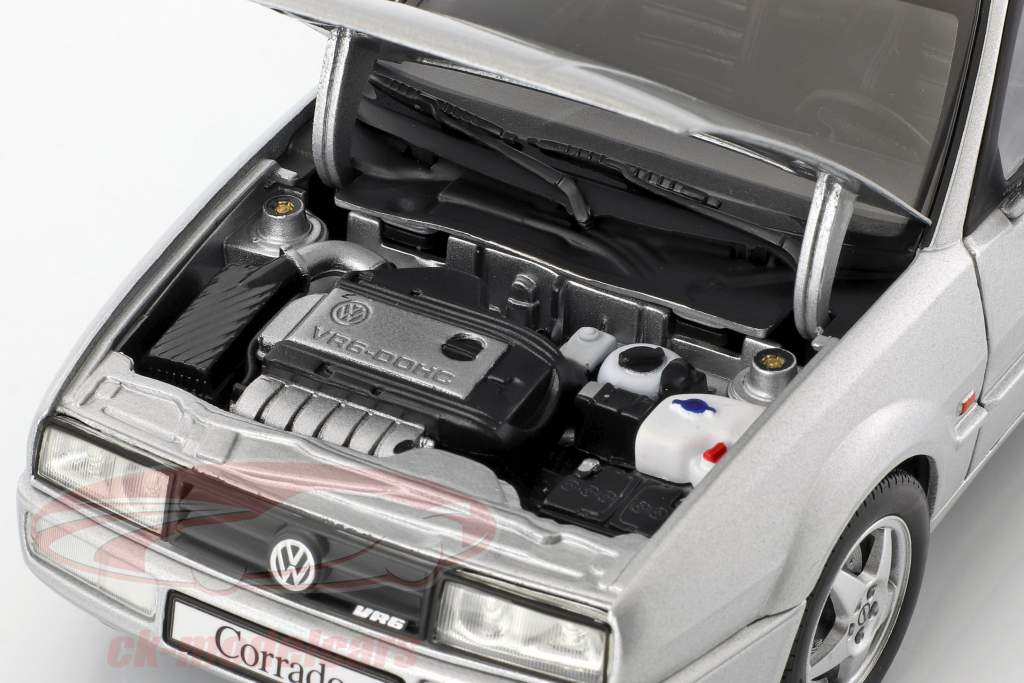 Volkswagen VW Corrado VR6 année de construction 1991 argent métallique 1:18 Revell