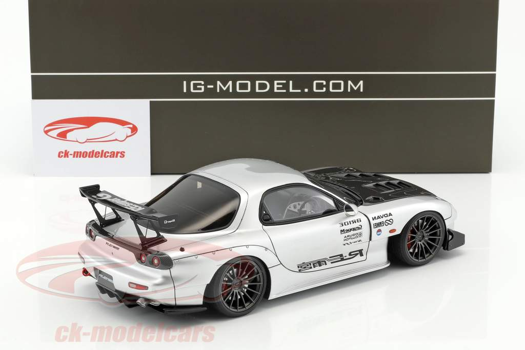 Mazda RX-7 (FD3S) RE Amemiya silber 1:18 Ignition Model