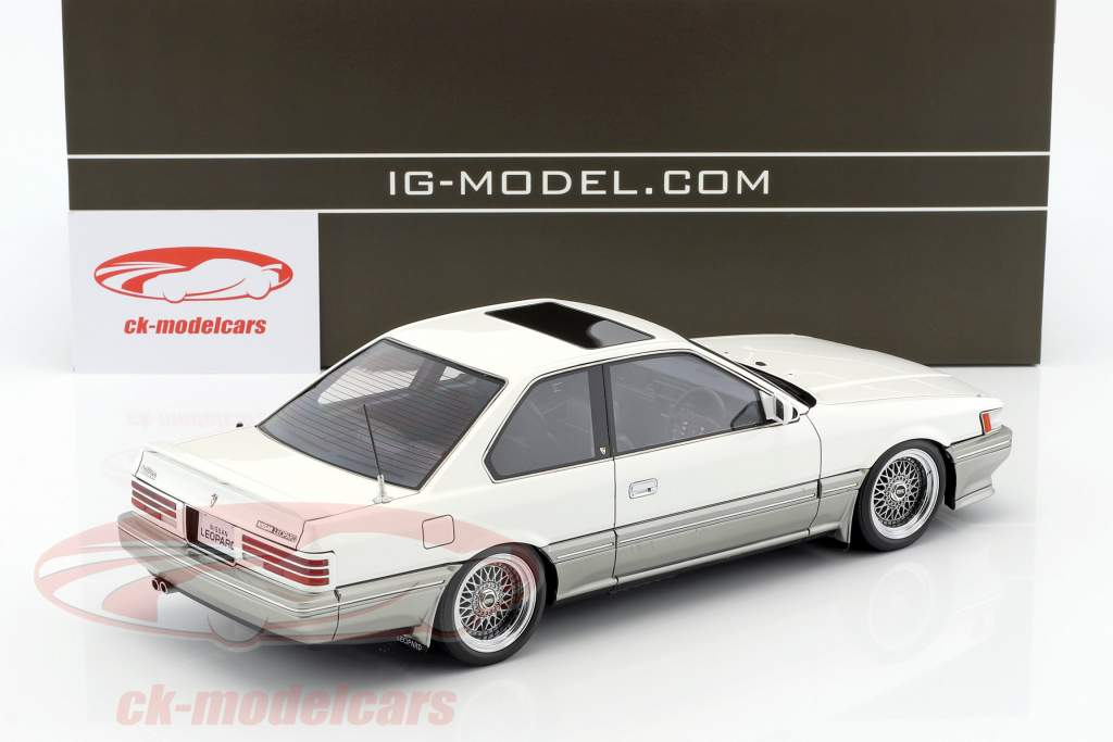 Nissan Leopard 3.0 Ultima (F31) white 1:18 Ignition Model