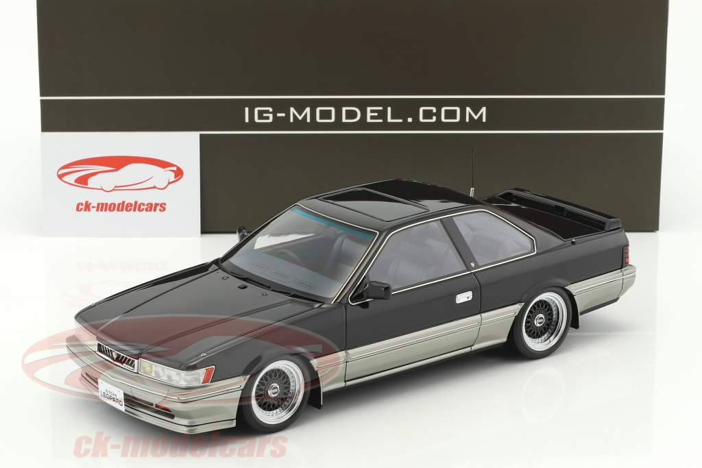 Nissan Leopard 3.0 Ultima (F31) noir 1:18 Ignition Model