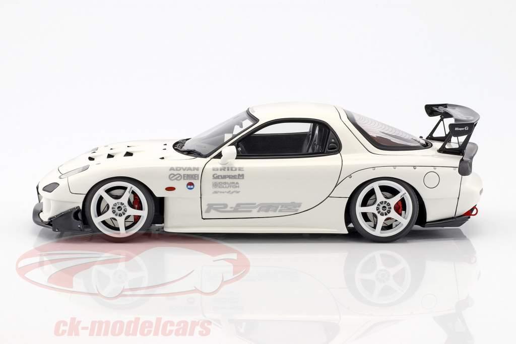 Mazda RX-7 (FD3S) RE Amemiya weiß 1:18 Ignition Model