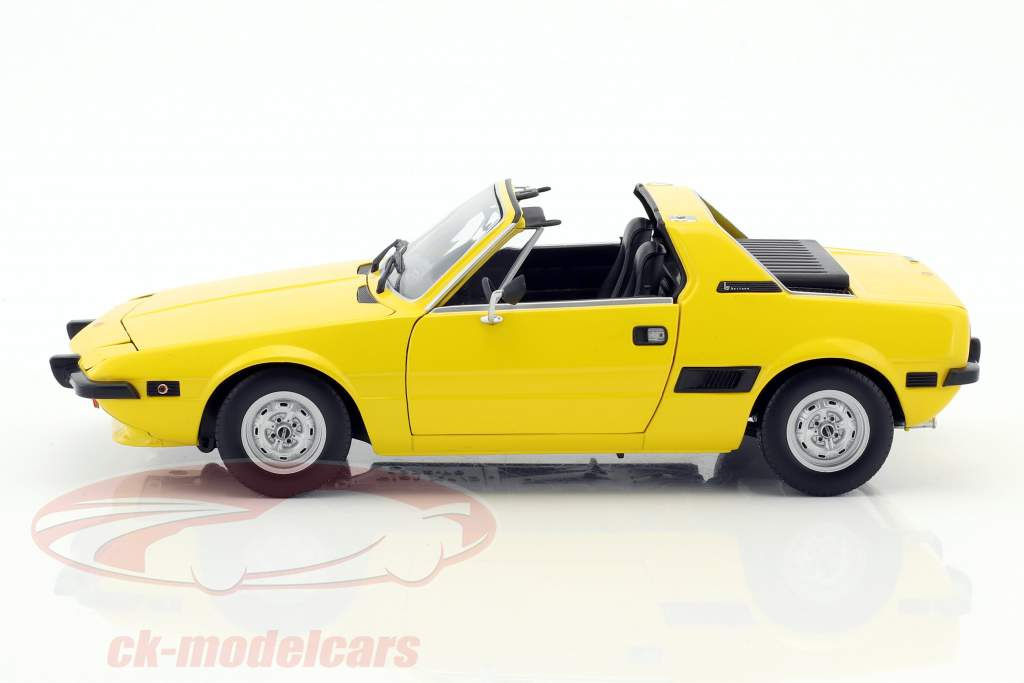 Fiat X1/9 year 1974 yellow 1:18 Minichamps