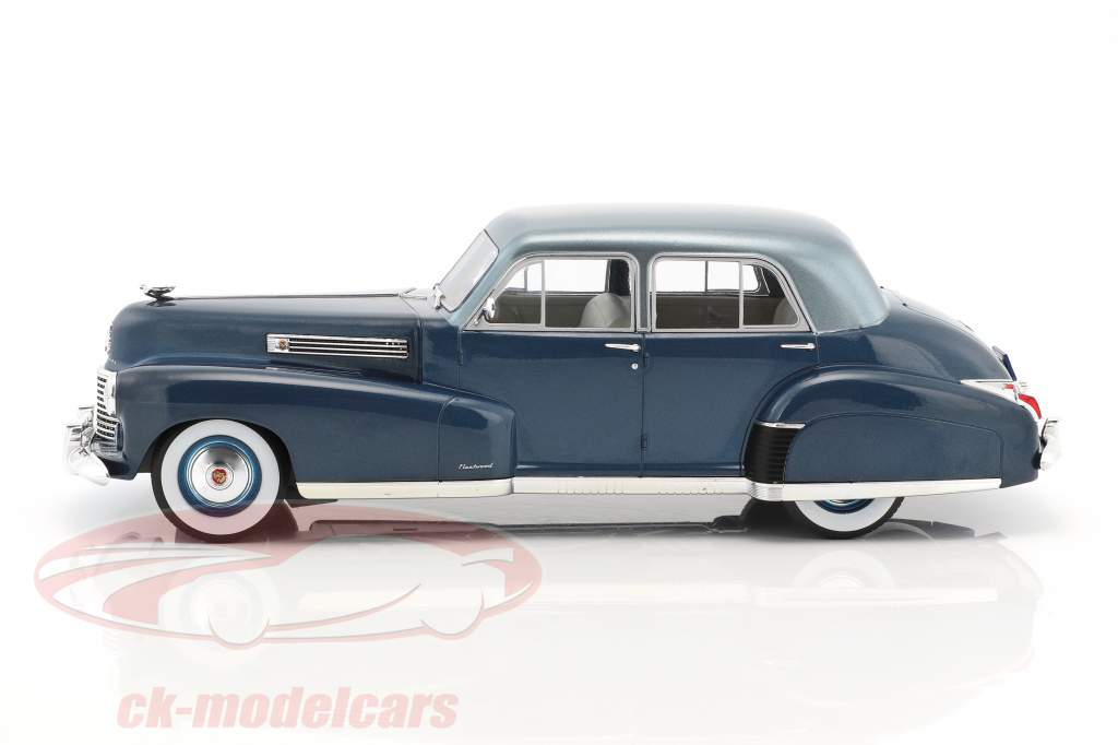 Cadillac Fleetwood Series 60 Special Sedan année de construction 1941 bleu métallique 1:18 Model Car Group