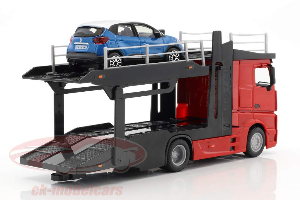 Mercedes-Benz Actros bisarca rosso / nero con Renault Captur blu metallico 1:43 Bburago