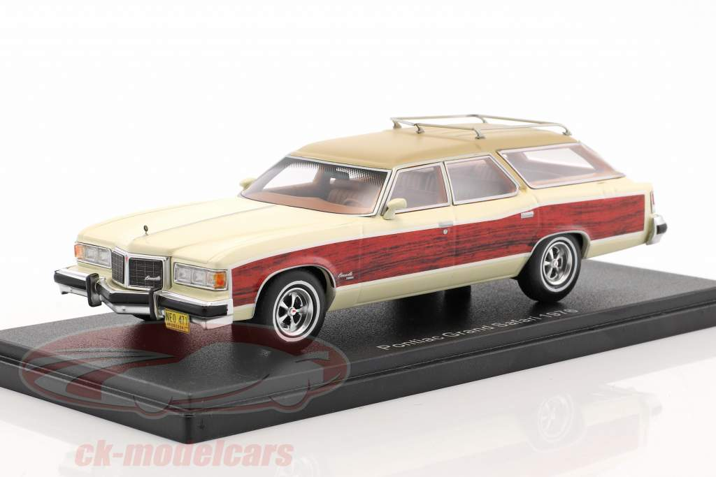 Pontiac Wagon Grand Safari year 1976 white / wood optics 1:43 Neo