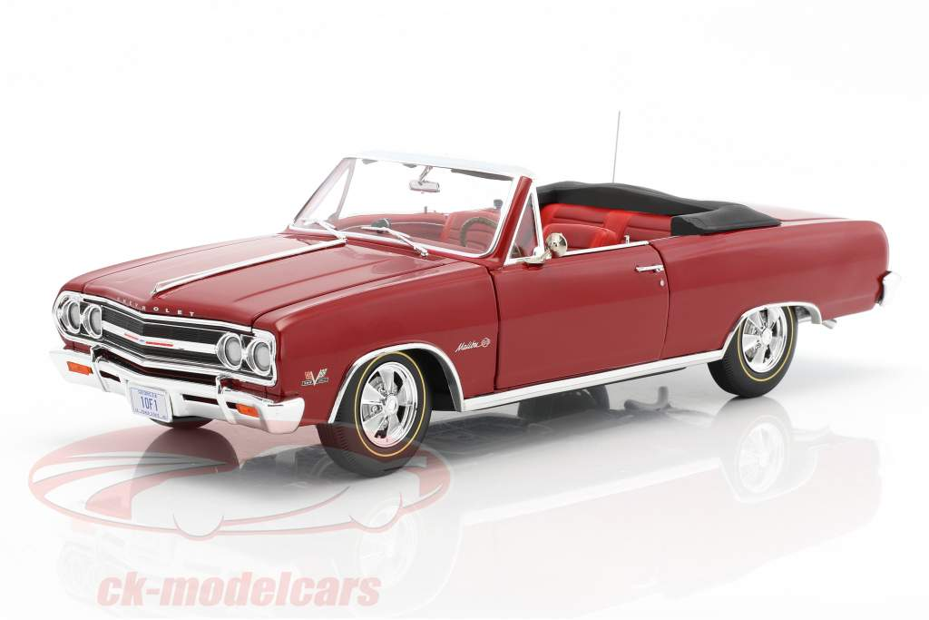 Chevrolet Chevelle Z16 Convertible with Top year 1965 red 1:18 GMP