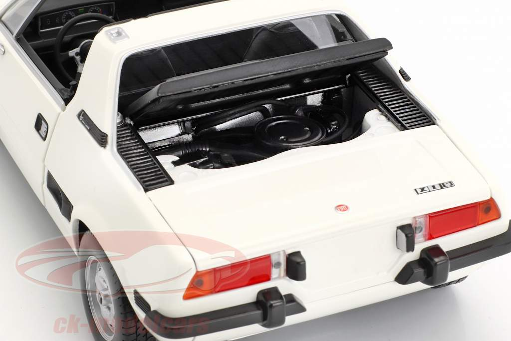 Fiat X1/9 year 1974 white 1:18 Minichamps