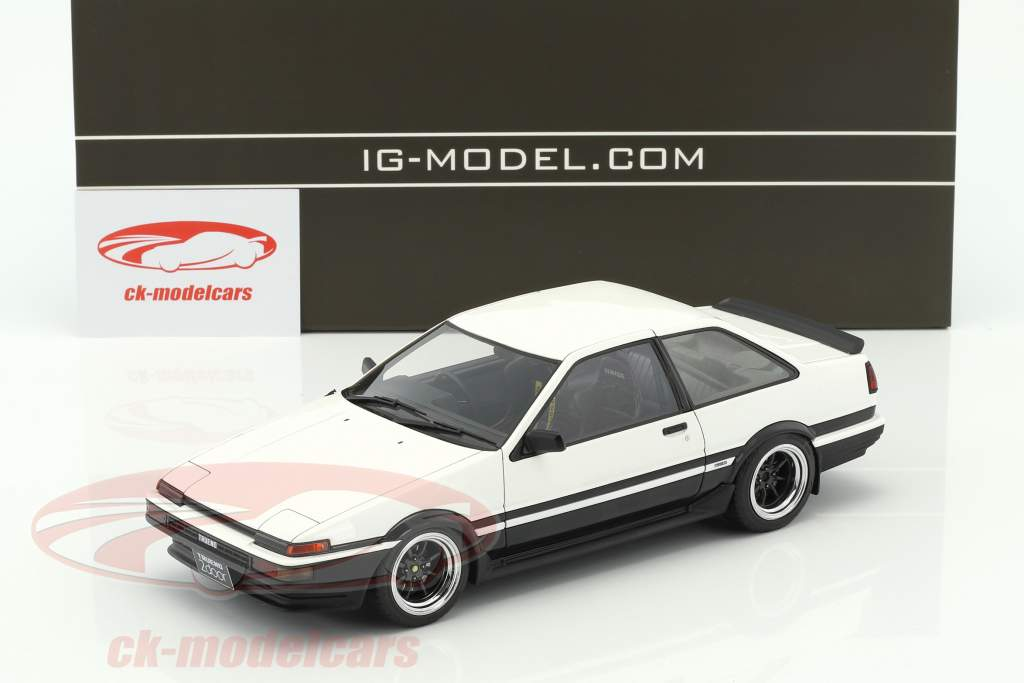 Toyota Sprinter Trueno (AE86) 2-Door GT Apex white / black 1:18 Ignition Model