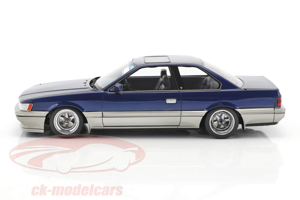 Nissan Leopard 3.0 Ultima (F31) bleu 1:18 Ignition Model