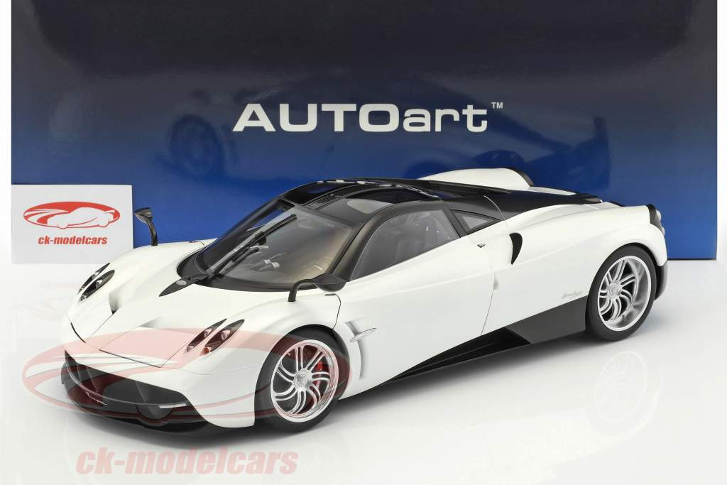 Pagani Huayra year 2011 white / black 1:12 AUTOart