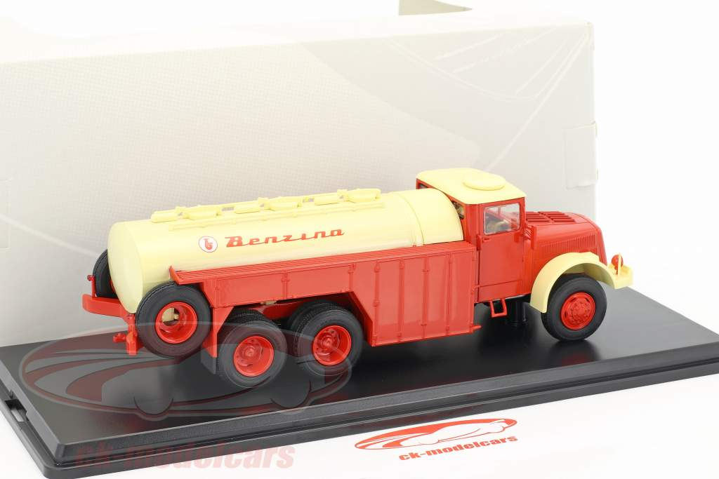 Tatra 111 C red / cream yellow 1:43 Premium ClassiXXs