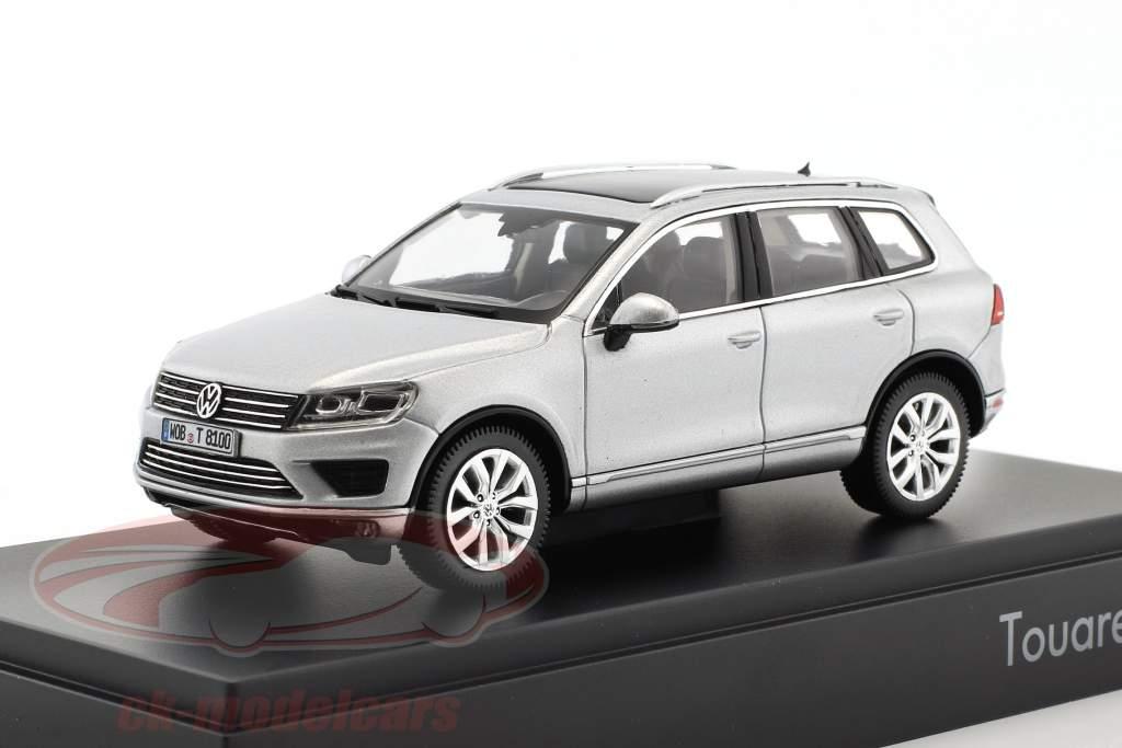 Volkswagen VW Touareg year 2015 silver metallic 1:43 Herpa