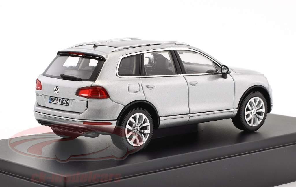 Volkswagen VW Touareg année de construction 2015 argent métallique 1:43 Herpa