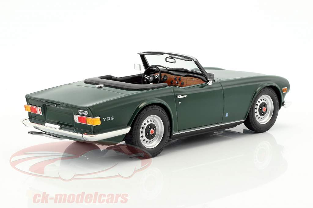 Triumph TR6 Roadster year 1969 dark green 1:18 Minichamps