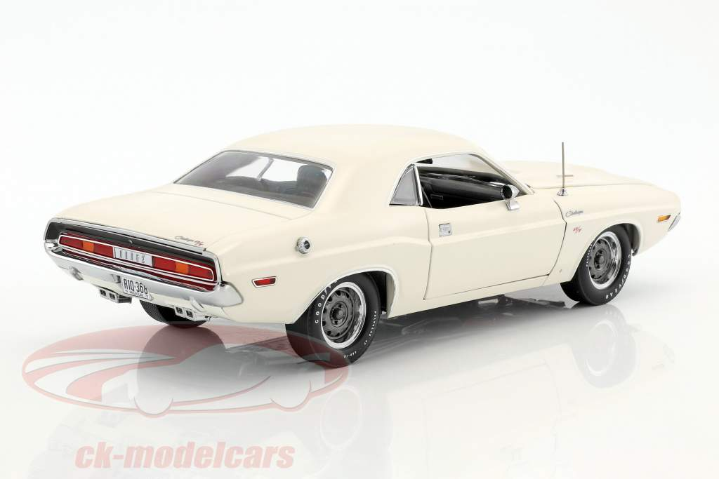 Dodge Challenger R/T year 1970 white 1:18 Greenlight