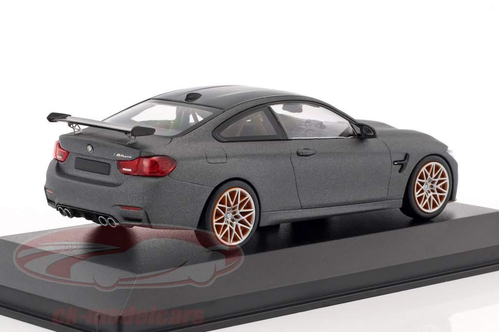 BMW M4 GTS Baujahr 2016 mattgrau metallic mit orangefarbenen Rädern 1:43 Minichamps
