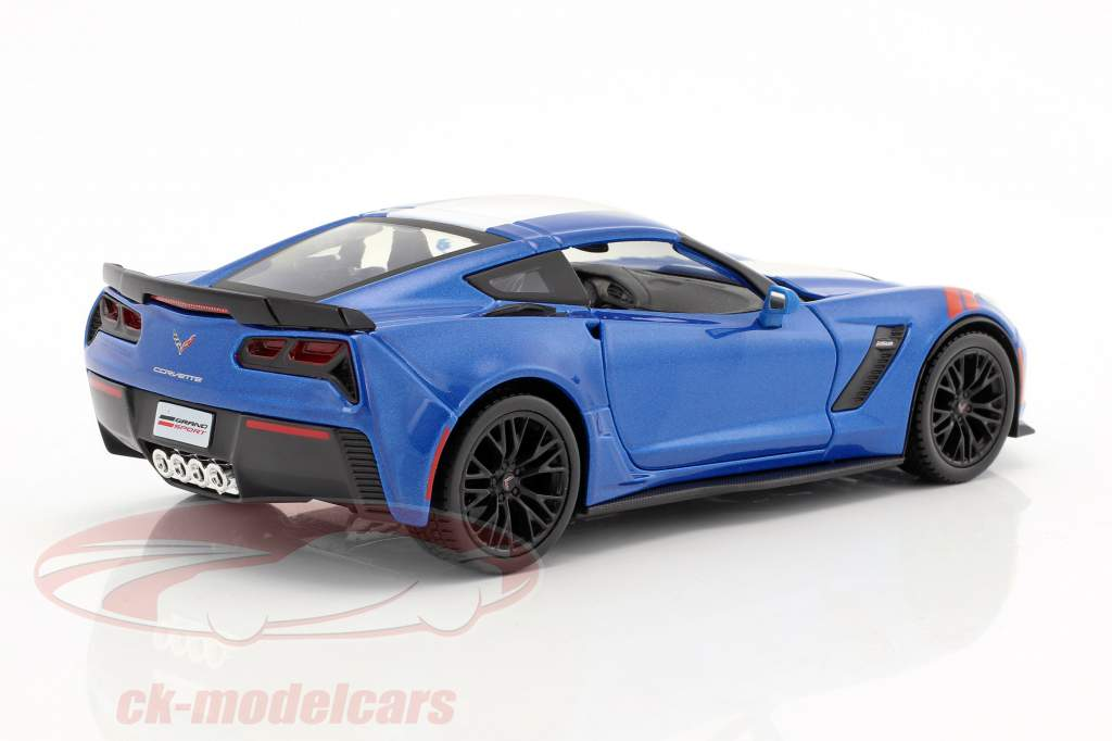 Chevrolet Corvette Grand Sport Baujahr 2017 blau / weiß 1:24 Maisto