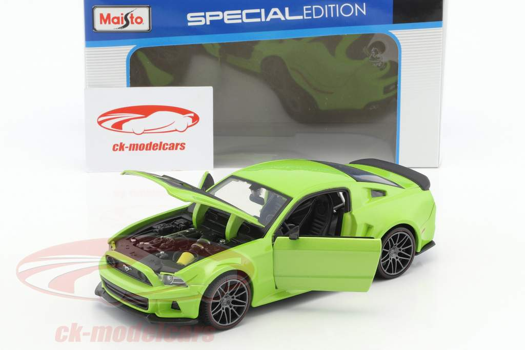 Ford Mustang Street Racer Construction year 2014 green / black 1:24 Maisto