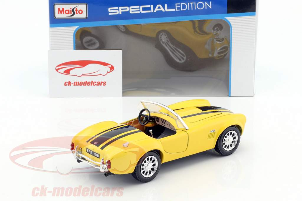 Shelby Cobra 427 year 1965 yellow / black 1:24 Maisto