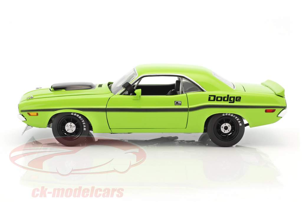 Dodge Challenger Trans Am 1970 Street Version green / black 1:18 GMP