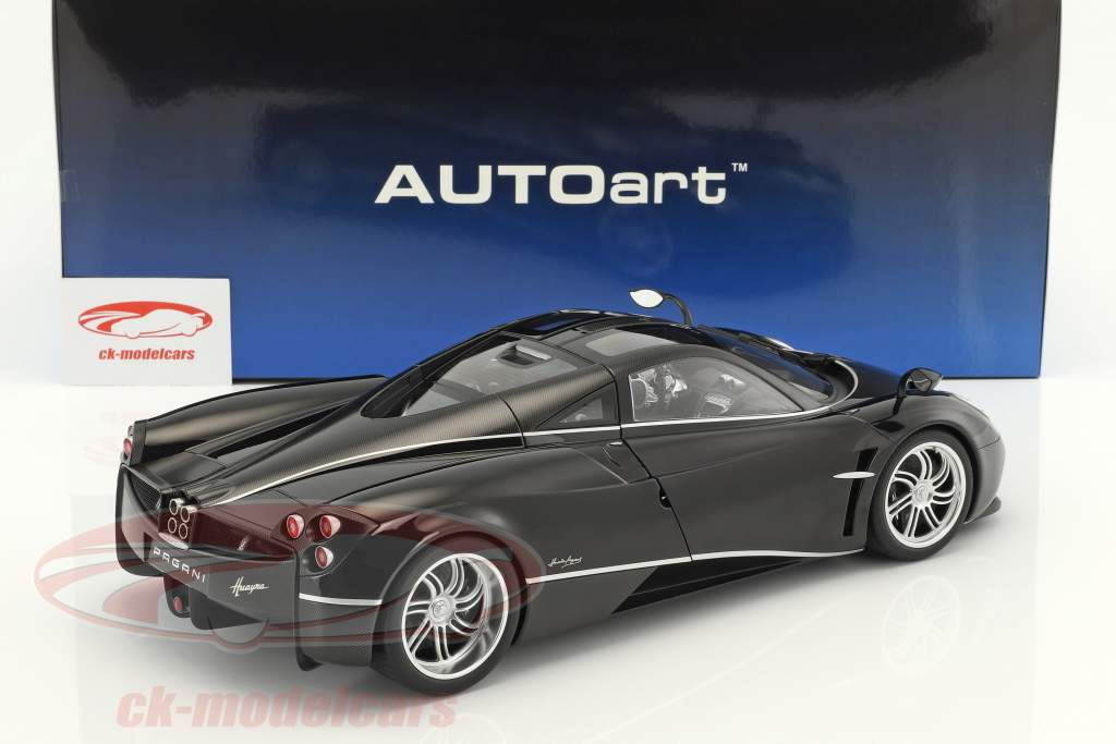 Pagani Huayra year 2011 glossy black with silver stripes 1:12 AUTOart