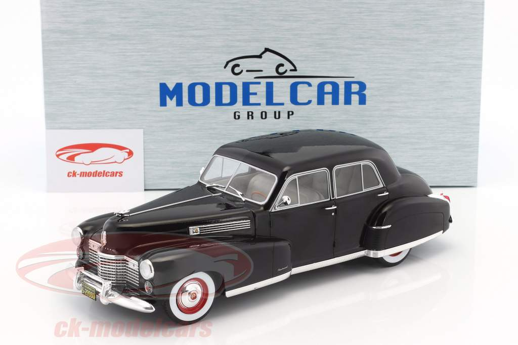 Fleetwood Series 60 Special Sedan Baujahr 1941 schwarz 1:18 Model Car Group