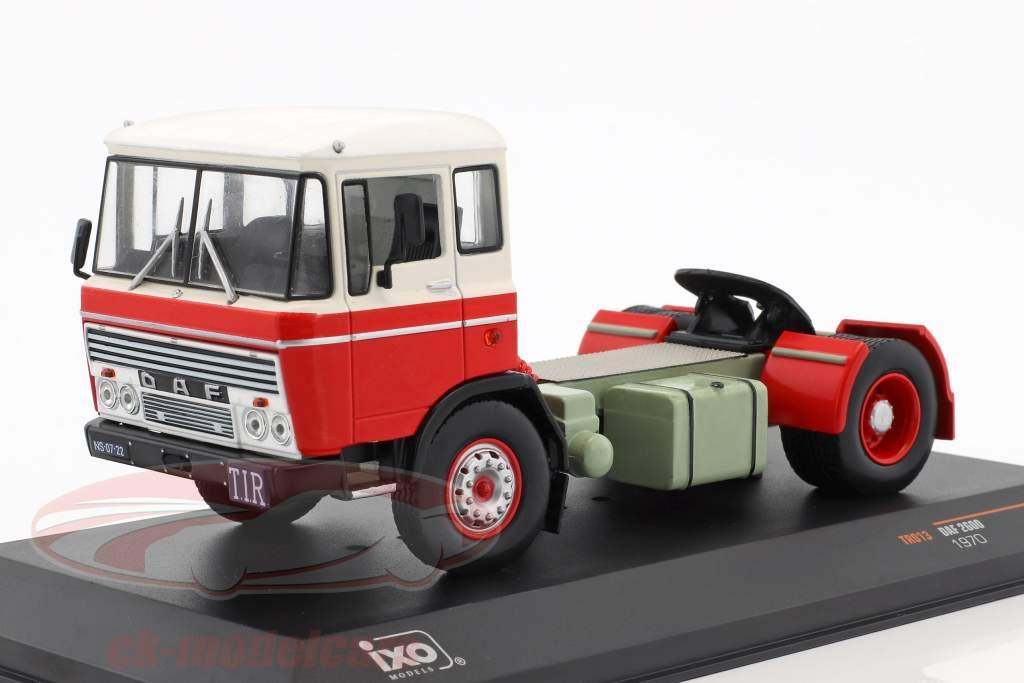 DAF 2600 Sattelzugmaschine Baujahr 1970 rot / weiß 1:43 Ixo