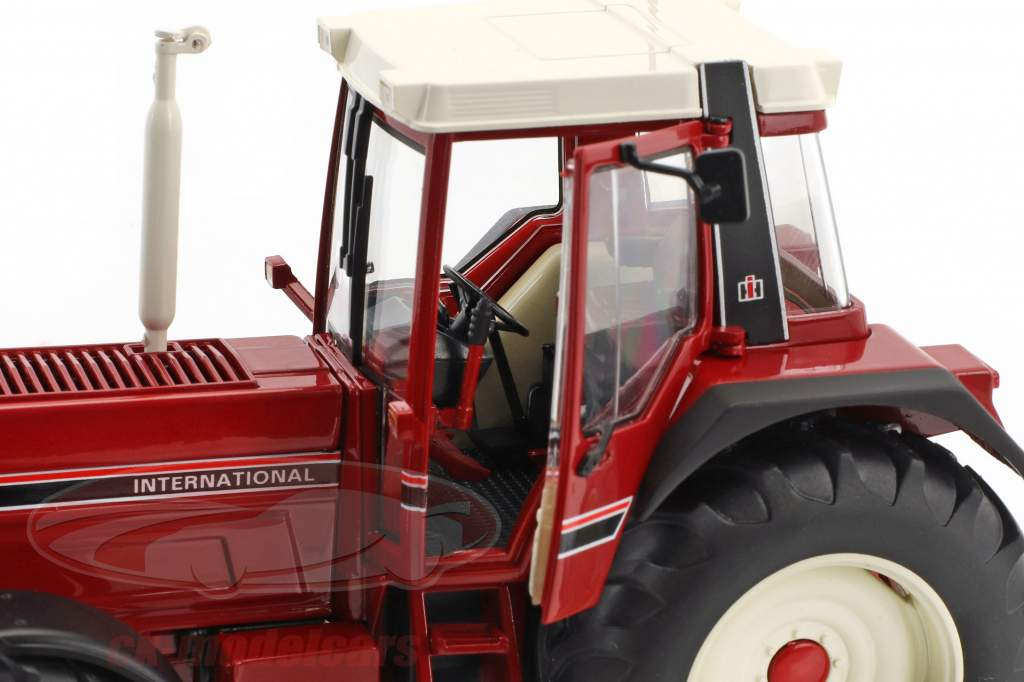 International Harvester IHC 1255XL rot 1:32 Schuco