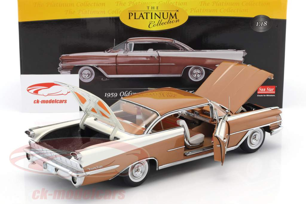 Oldsmobile 98 Hard Top anno di costruzione 1959 bronzo / bianco 1:18 SunStar