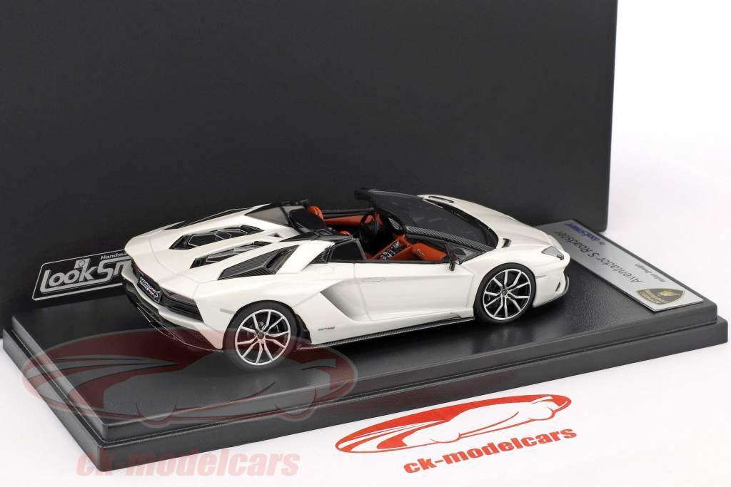 Lamborghini Aventador S Roadster year 2016 white metallic 1:43 LookSmart