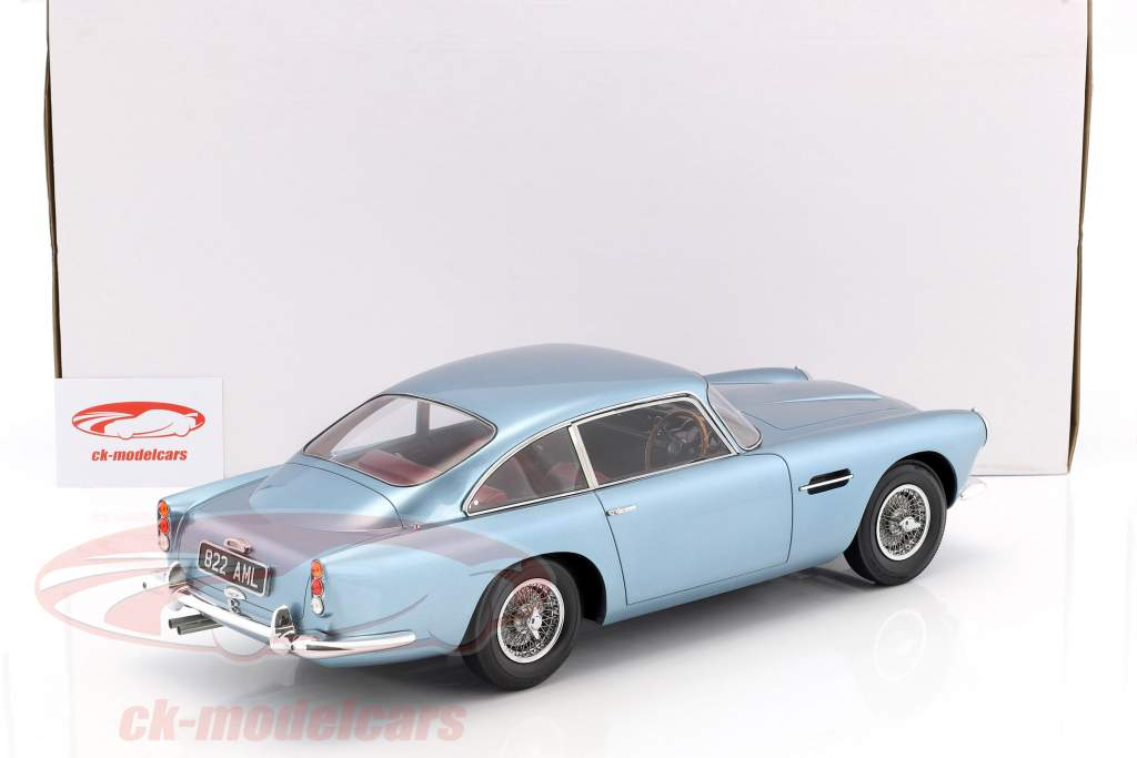 Aston Martin DB4 DHC année de construction 1964 bleu clair métallique 1:12 Matrix
