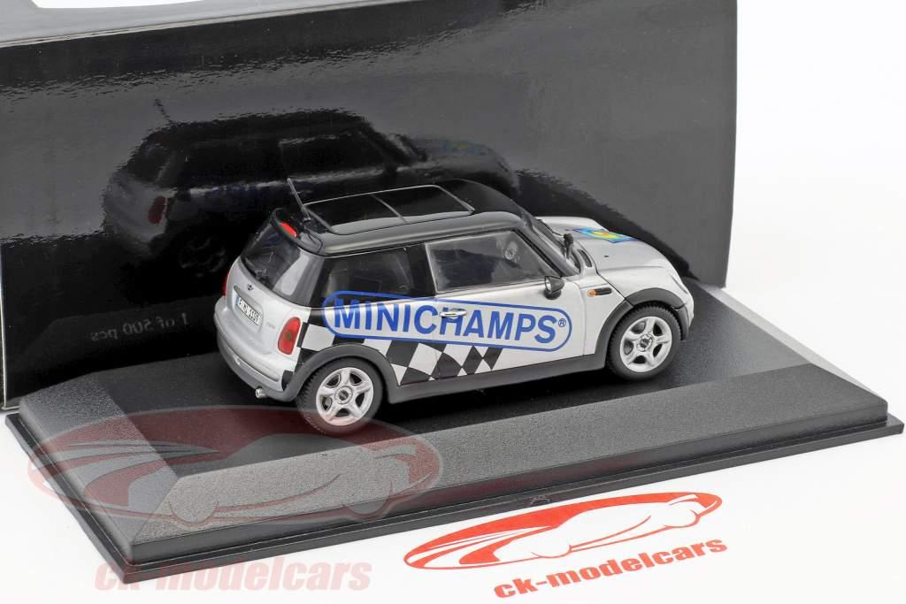 Mini Cooper IAA Frankfurt 2003 argent / noir 1:43 Minichamps