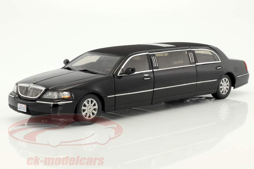 Lincoln Town Car Limousine year 2003 black 1:18 SunStar