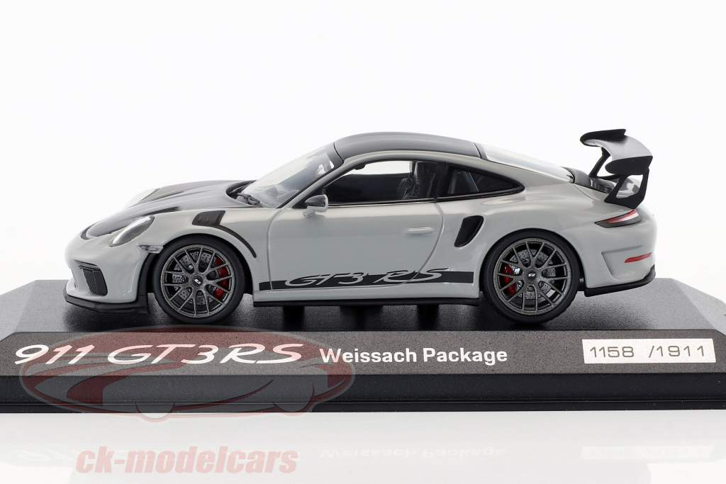Porsche 911 (991 II) GT3 RS Weissach Package chalk gray / black 1:43 Minichamps