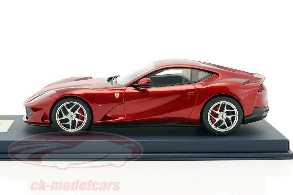 Ferrari 812 Superfast Berlinetta rosso con vetrina 1:18 LookSmart