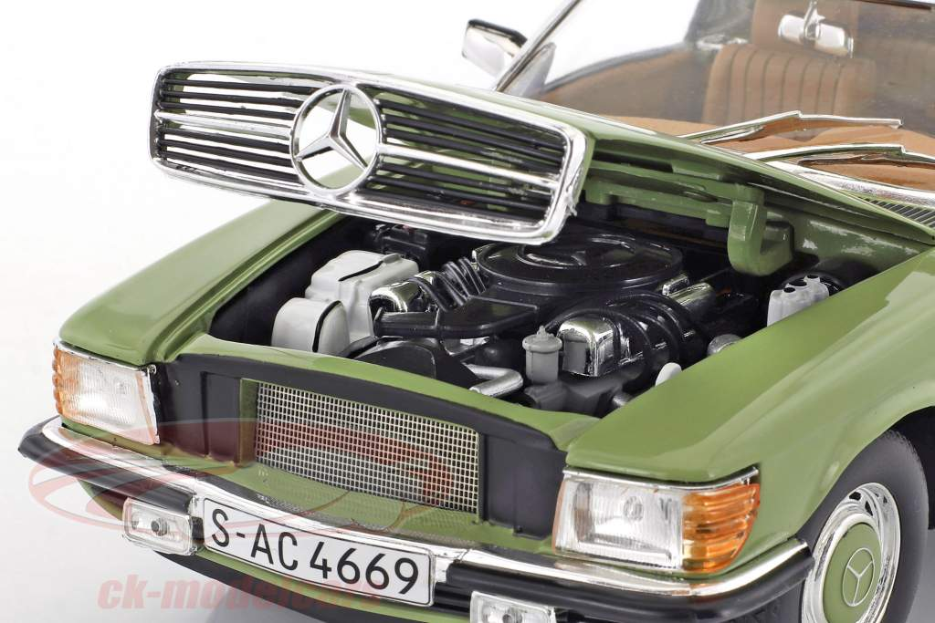 Mercedes-Benz 350 SL convertible Closed Top année de construction 1977 vert 1:18 SunStar