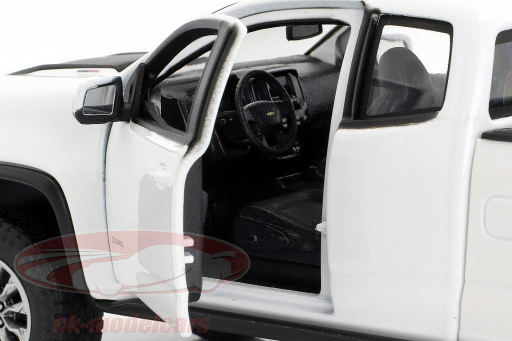 Chevrolet Colorado ZR2 année de construction 2017 blanc / noir 1:24 Maisto