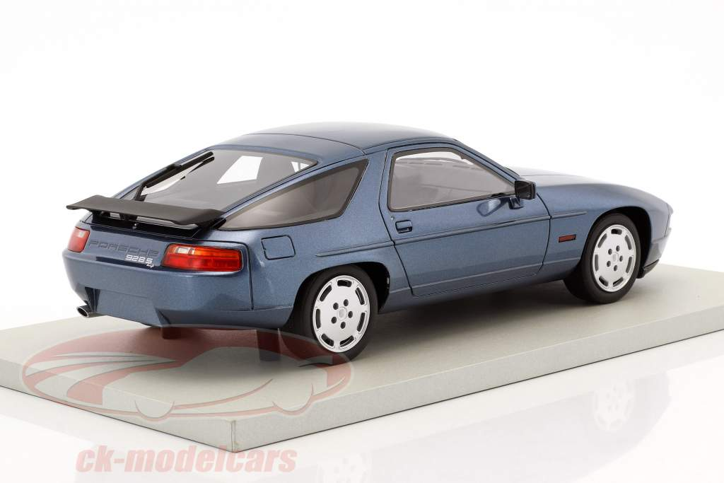 Porsche 928 S4 year 1987 blue metallic 1:18 LS Collectibles