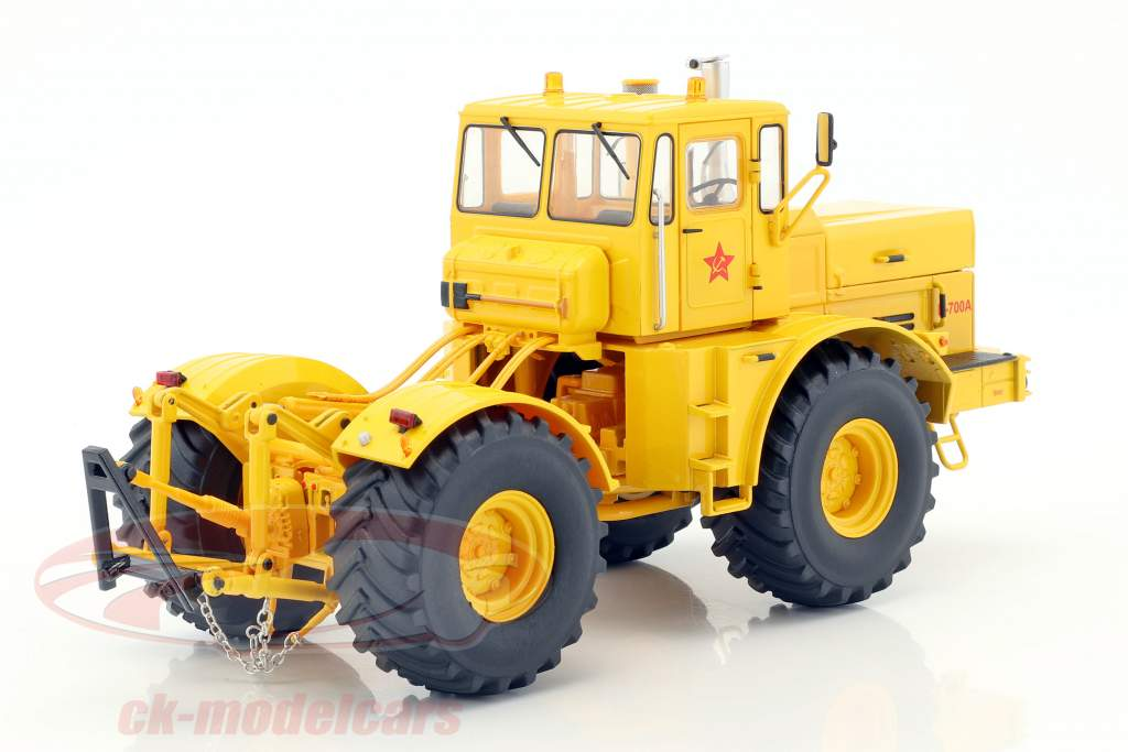 Kirovets K-700A tractor yellow 1:32 Schuco
