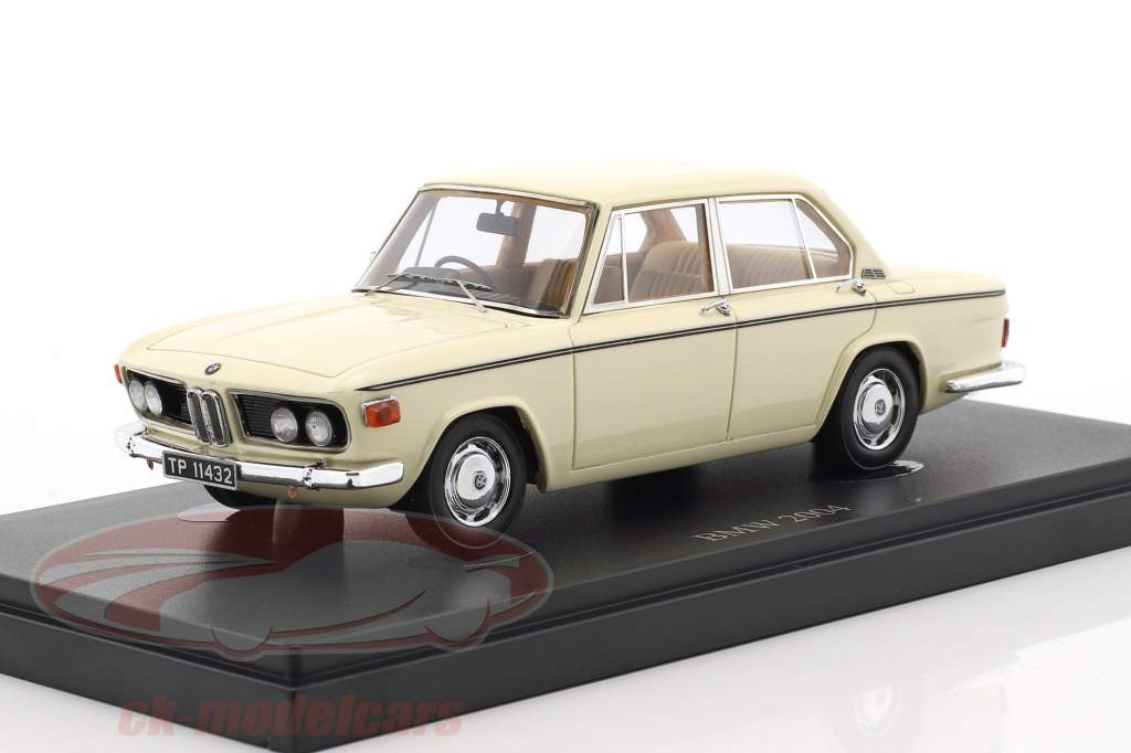 BMW 2004 M Baujahr 1973 weiß 1:43 AutoCult