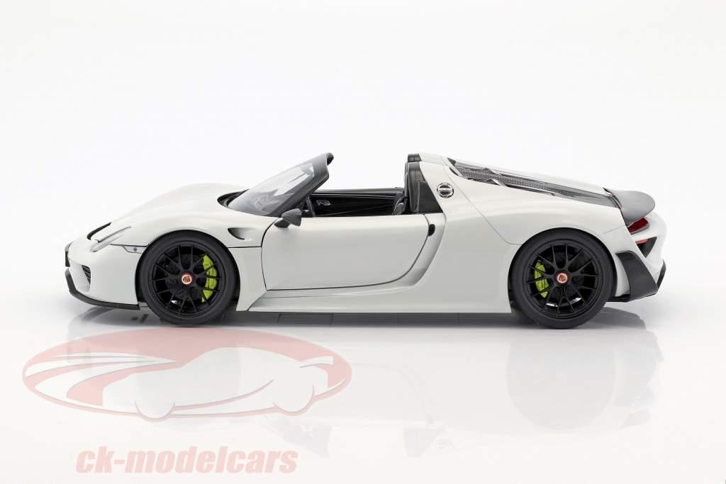 Porsche 918 Spyder Weissach Package Construction year 2015 white with black wheels 1:18 Minichamps