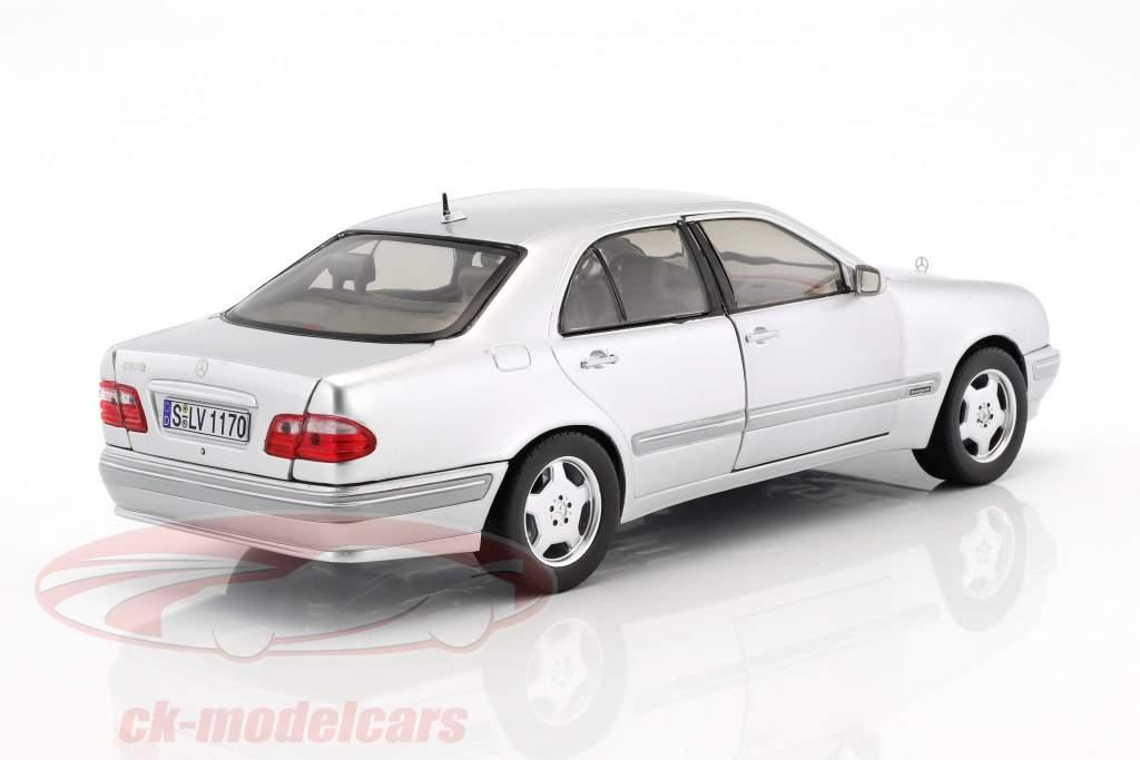 Mercedes-Benz E320 year 2001 silver 1:18 SunStar